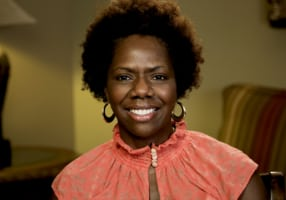 Linda, la paciente con implante dental en Bellaire, TX