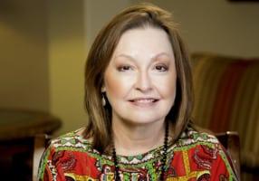 Minerva la paciente con implante dental en Bellaire, TX